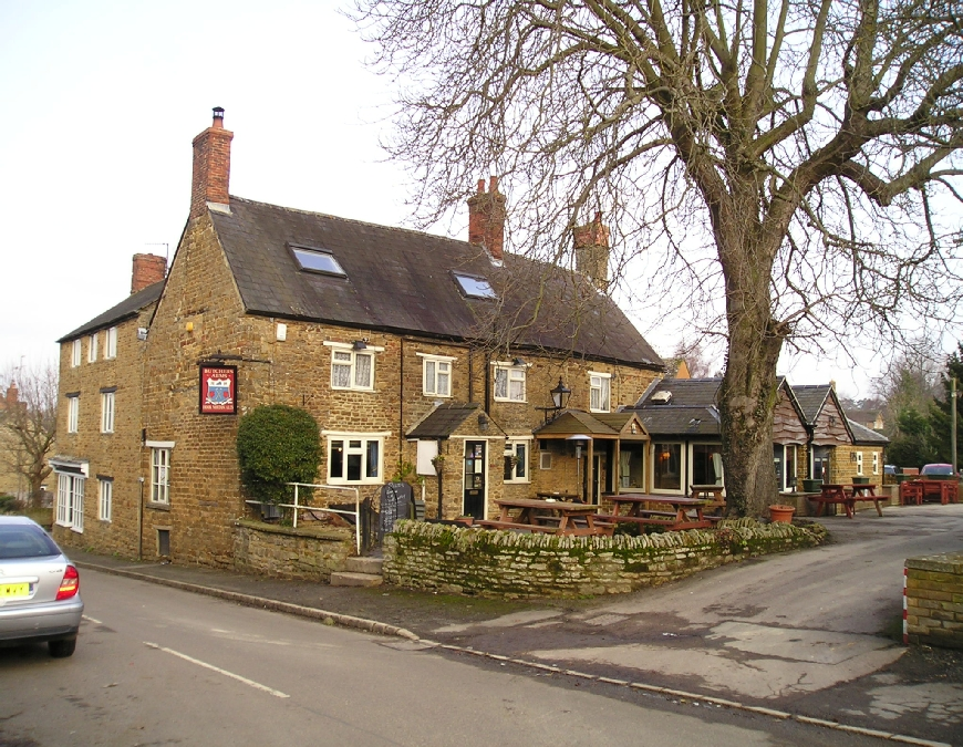 The Butchers Arms Kings Sutton Banbury Oxford Canal Photo